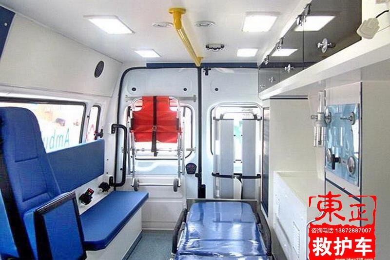 新全顺短轴平顶救护车V362监护型内饰图