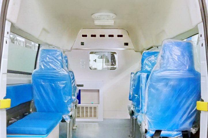 新全顺短轴平顶救护车V362运输型内饰图