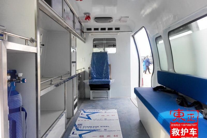金杯小海狮高顶救护车监护型内饰图
